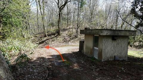 ここから先車道に入れば墓地公園はすぐ