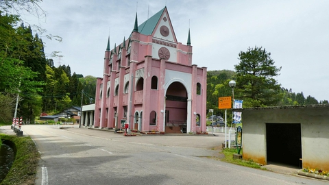 ゴシック風のメルヘン建築(公民館)