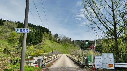 子撫川ダムに架かる橋。ここから高岡市
