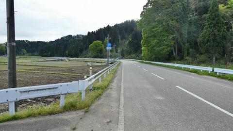 隣の県道32号は車が多いが、こちらの359号は快適