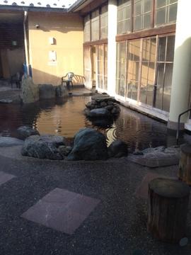 巨大なモール泉の露天風呂