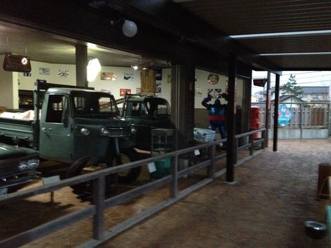 グロリアやオート三輪が並ぶ第二展示場