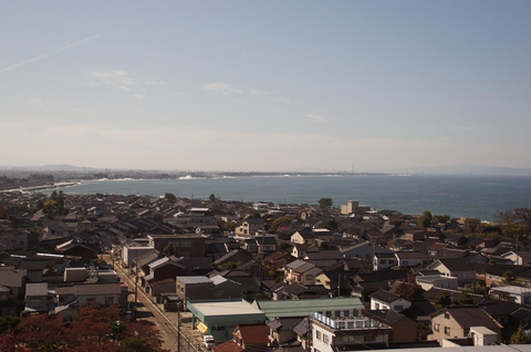 富山湾の先には新湊大橋や二上山まで