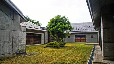 彫刻総合会館 中庭