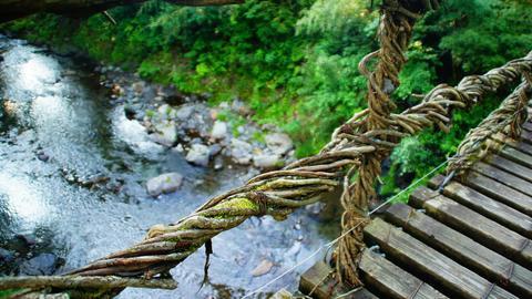 12m下の足羽川