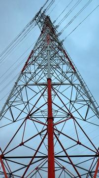 九頭竜川を超える4回線鉄塔