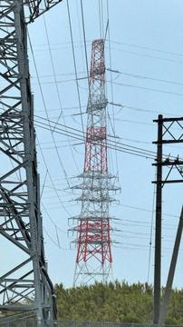 竹田川対岸の6回線赤白鉄塔