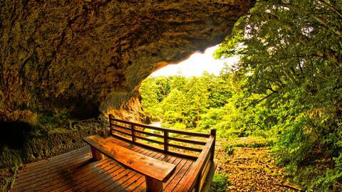 奇石遊仙境最奥の窟。那谷寺を一望