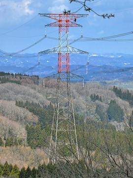 上だけが赤白の能登幹線104番鉄塔