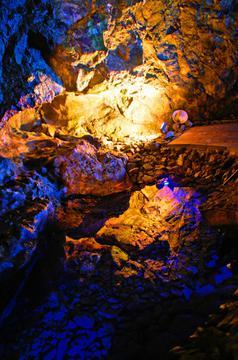 青の洞窟には海と大地の気が集まる