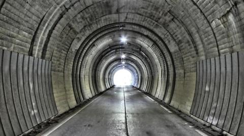 タイムスリップしそうな地代隊道トンネル