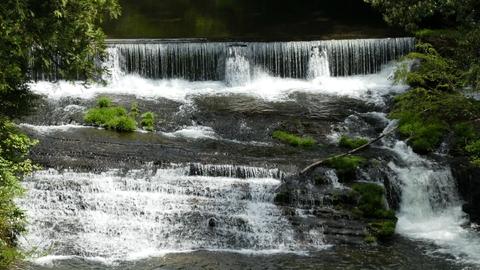 独特の地層が生み出す滝の形