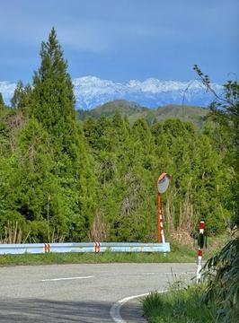 カーブを曲がると立山の絶景