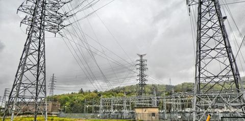 北陸電力 金津変電所 隣接鉄塔は3本