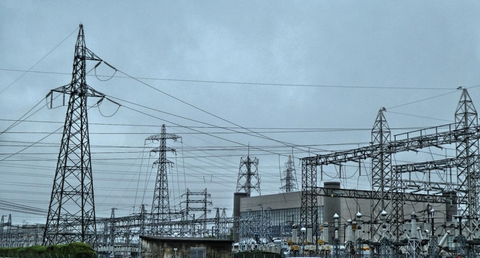 関電と北電の連絡鉄塔が2本