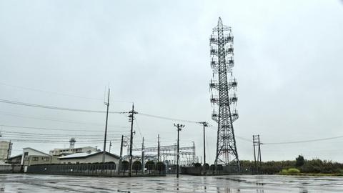 三国変電所と引き留めキャンドル鉄塔