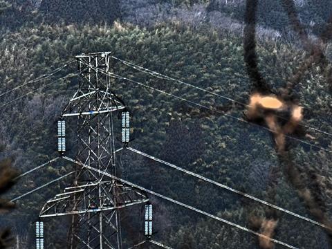 展望ベンチから見えるレガシー鉄塔は大黒部幹線57番