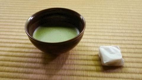 抹茶とお茶請け菓子