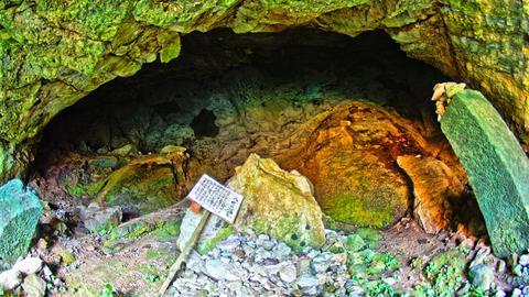 八世の洞窟
