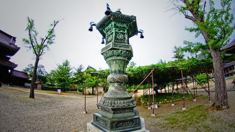 中央の燈籠
