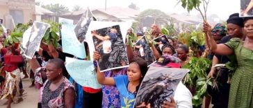 Angry Women Hits The Street Of Akwa Ibom To Pretest Against Importation Of Political Thugs [Photos] 39
