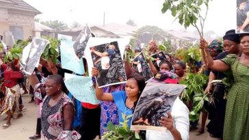 Angry Women Hits The Street Of Akwa Ibom To Pretest Against Importation Of Political Thugs [Photos] 13