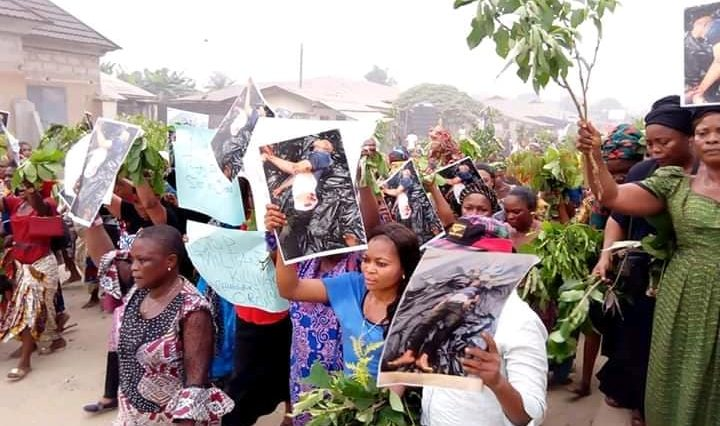 Angry Women Hits The Street Of Akwa Ibom To Pretest Against Importation Of Political Thugs [Photos] 11