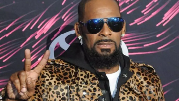 R. Kelly Wanted For 10 Felony Counts Of Sexually Assaulting Teens 9
