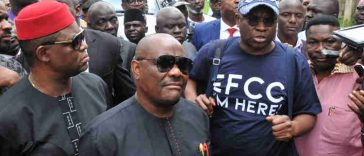 EFCC Raids Fayose's Residence In Search Of 'Atiku Election Money', PDP Reacts 34