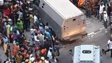 Trending Photos Of Bullion Vans Entering Tinubu's Bourdillon Residence In Lagos 10