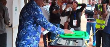 Pictures of PDP vice presidential candidate Peter Obi Casting his vote 34