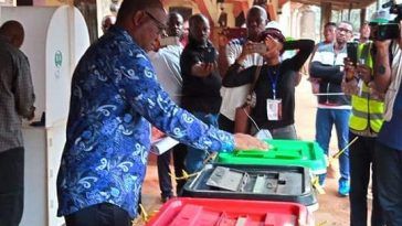 Pictures of PDP vice presidential candidate Peter Obi Casting his vote 7
