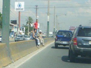 El puente peatonal es para lelos