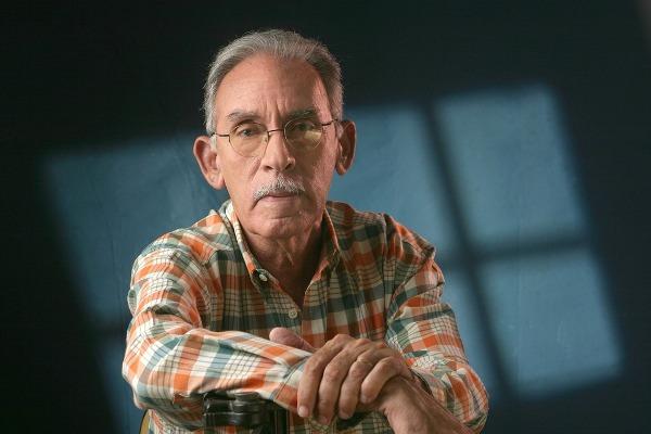 Armando Almanzar hizo review épico de 'Los Paracaidistas'