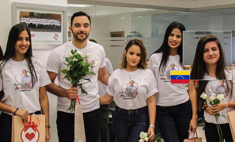 Grupo de jóvenes con Ramfis en la cual hay una venezolana.