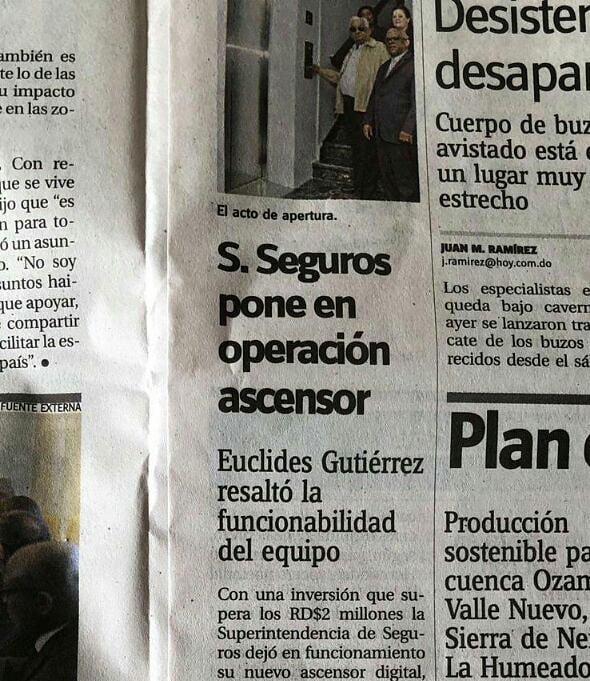 Periódico con nota de prensa de ascensor nuevo en la Superintendencia de Seguros.