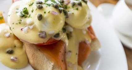 Is egg benedict salmon 570x450