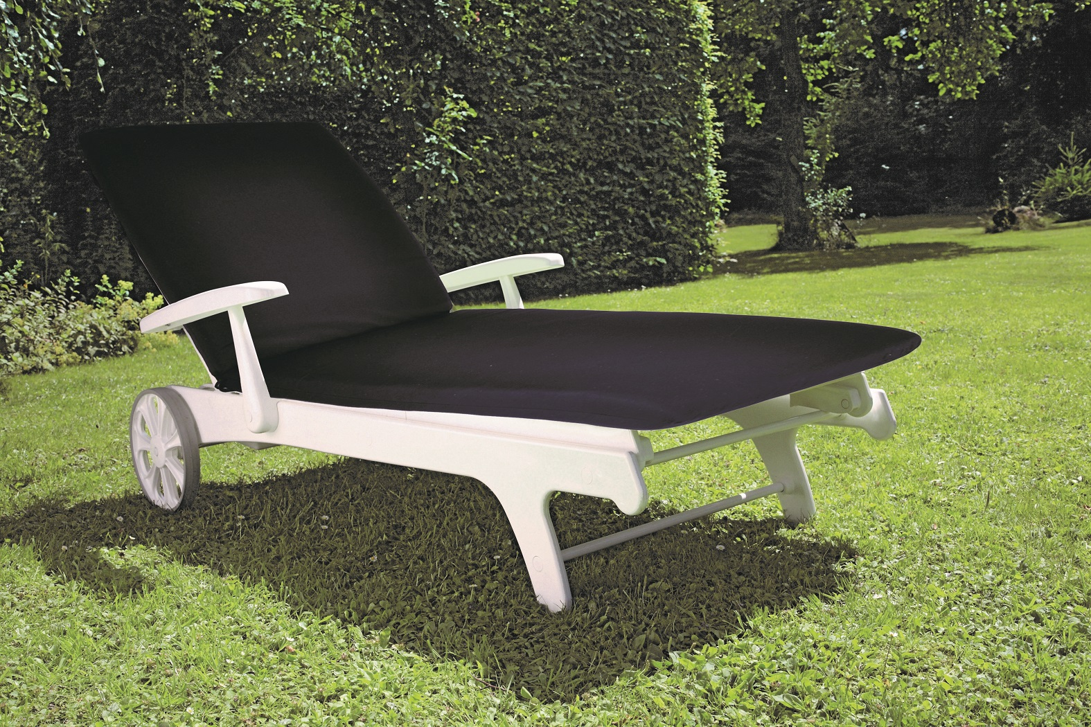 TIFFANY LOUNGER WITH NAVY other image