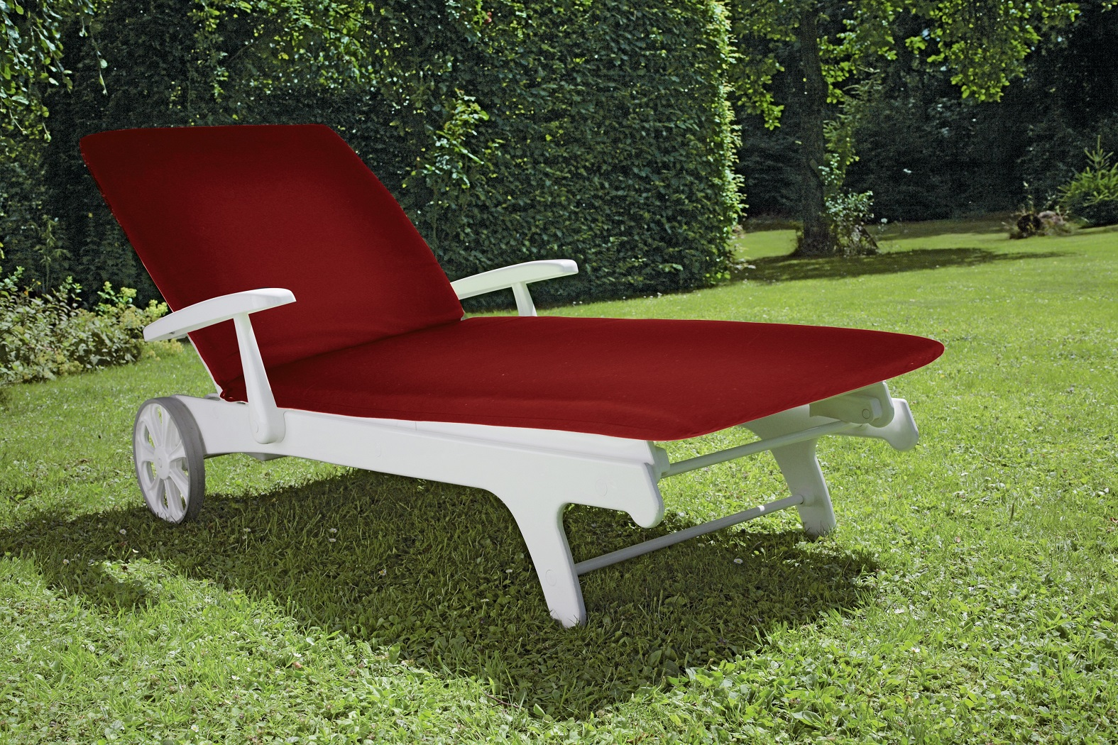 TIFFANY LOUNGER WITH RED other image
