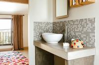 MaisonCypress Bathroom02