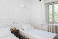 Voutakos Bedroom02