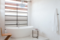 HollyCourt Bathroom05
