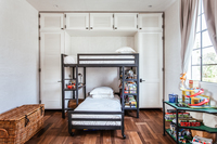 HollyCourt Bedroom02