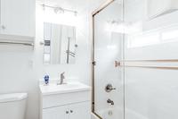 PlayaDelRey Bathroom02
