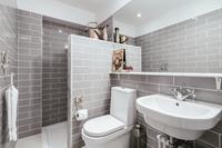 BrusselsRoad Bathroom02