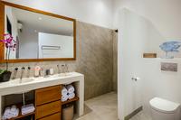 VillaBloom Bathroom