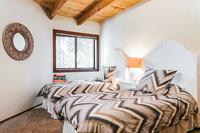 AlpineMeadows Bedroom03
