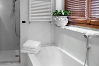 ViadiValle Bathroom02