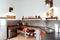 MahalaniVilla Kitchen02