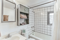 SinclairRoad Bathroom02